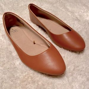Brown Flats - Like New!
